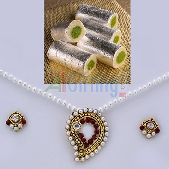 Cashew Roll with Pearl Locket Set