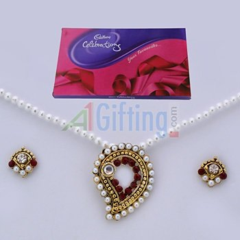 Cadbury Celebration Big with Pearl Locket Set with Earings