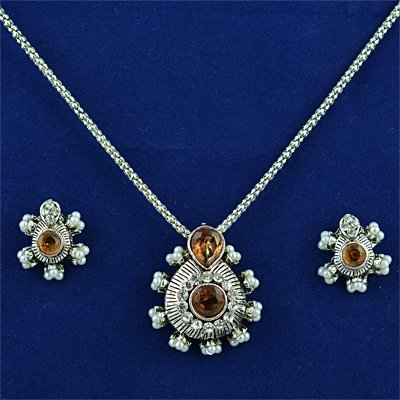 Kundan Pattern Fashion Jewelry Locket Set