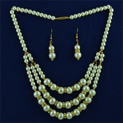 White Diamond Rings and Pearl Necklace with Earings